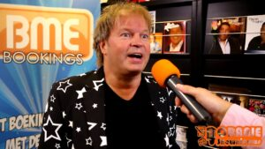 Oranje Shownieuws was op bezoek bij BME Bookings met JôN!