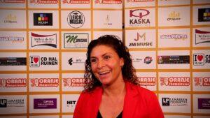 Oranje Shownieuws was te gast bij Fan Café te Enschede met Sissi