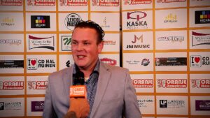Oranje Shownieuws was te gast bij Fan Café te Enschede met Gerben Tijssen