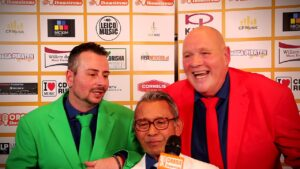 Oranje Shownieuws was te gast bij Fan Café te Enschede met Nog effe