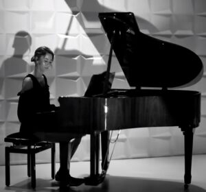 Rachella van Toorn presenteert vol trots haar allereerste single 'Blijf jezelf'