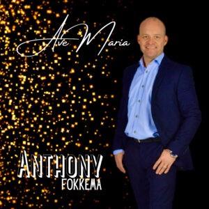 Anthony Fokkema weet de mensen te raken met 'Ave Maria'