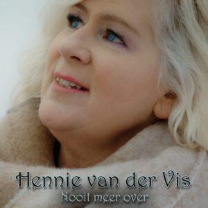 Hennie van der Vis stuurt met 'Nooit meer over' een liefdesbrief aan haar overleden vader
