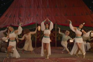 K3 danst op 'Piramide van Liefde' in nieuwste videoclip