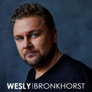 Wesly Bronkhorst heeft de Oranje Kroon bij TV Oranje en is Hollandse nieuwe bij RADIONL