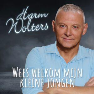 Harm Wolters verwelkomt kleinzoon Harm met WEES WELKOM MIJN KLEINE JONGEN
